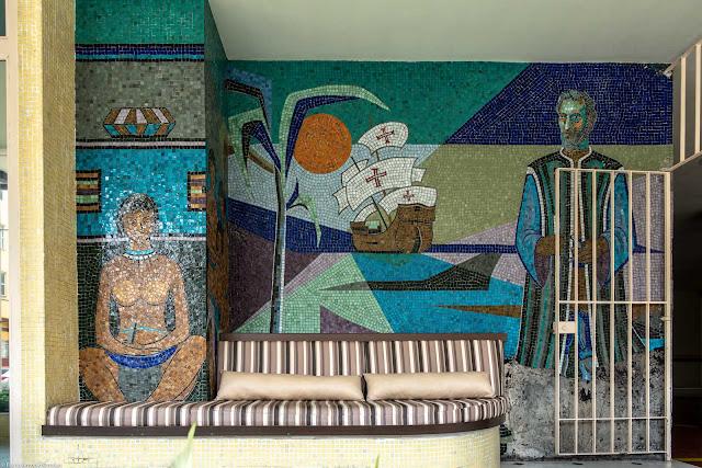 Um mosaico de Franco Giglio no Edifício Cabral