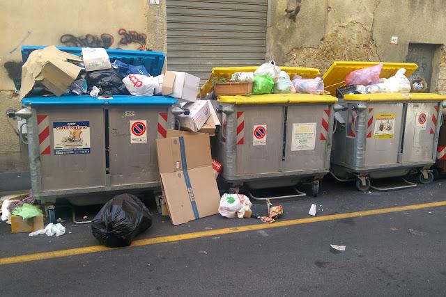 Overwhelmed by trash, Via Goldoni, Livorno