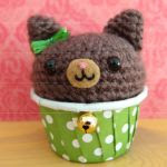 http://stuffsusiemade.nickalls.org/Kitty%20Cupcake%20Magnets%20Amigurumi%20Pattern%20.pdf