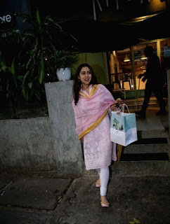 Indian Girl Sara Ali Khan Seen Without makeup face in Bandra Mumbai City (6)