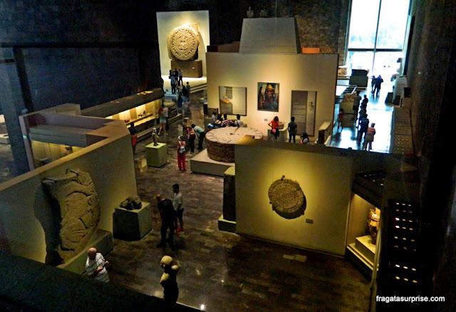 sala dedicada à cultura Asteca no Museu Nacional de Antropologia do México