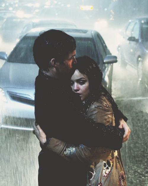 2c904cfb Han forteller henne at han elsker henne og kysser henne. Likevel kyssing,  de skrelle bort lag med klær og flytte til sengen.