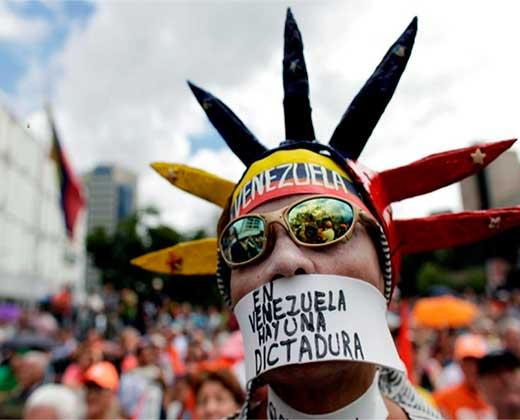 """¡QUEDAS SOLO NICO! Países de América se pronuncian contra el """"golpe de estado"""" en Venezuela"""