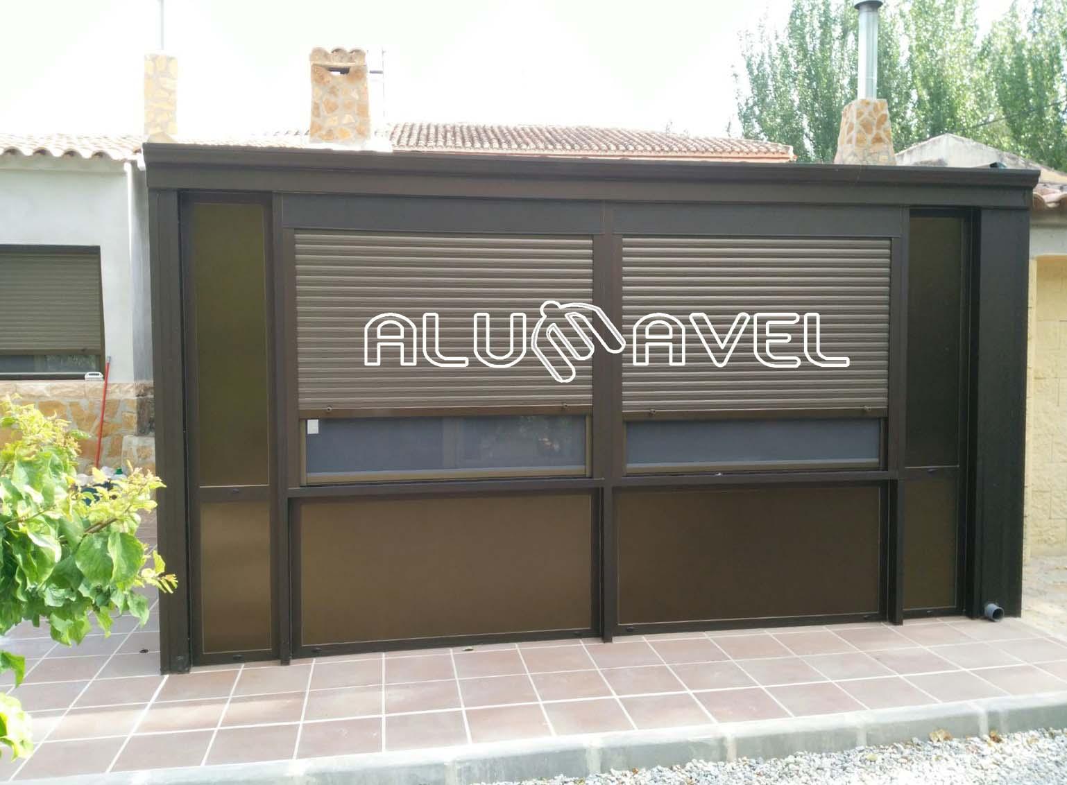 Techo fijo panel sandwich con ventanas color cobre - Cerramientos en ...