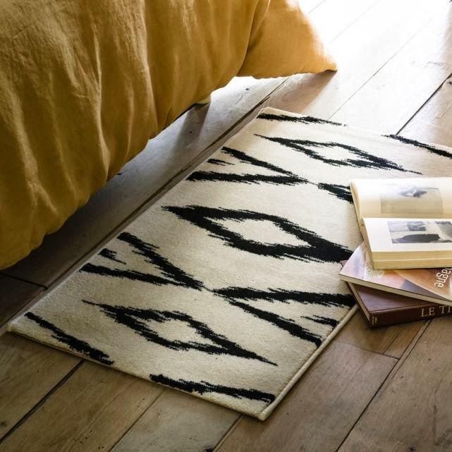 descente de lit definition table de lit a roulettes. Black Bedroom Furniture Sets. Home Design Ideas
