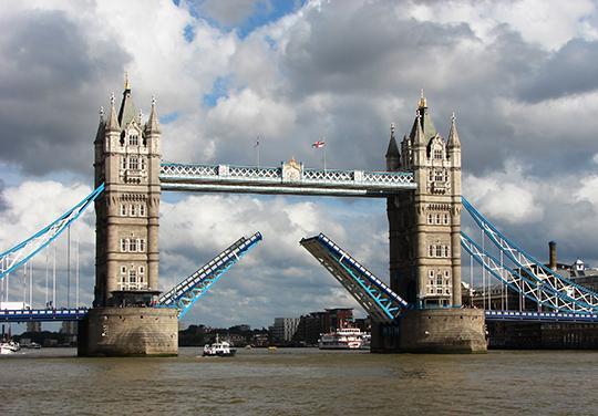 83.000 Baterai Bekas Disulap Menjadi Jembatan + Foto Kerennya