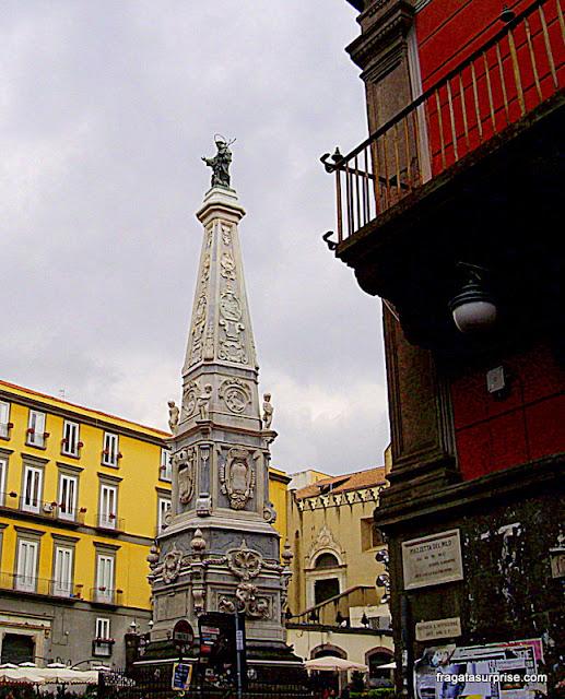 Praça de San Domenico Maggiore, Nápoles