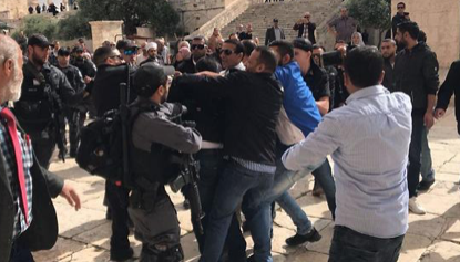 Jews, Arabs clash on Temple Mount on Jerusalem Day