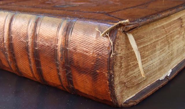 eski, kokulu, büyülü, kitap