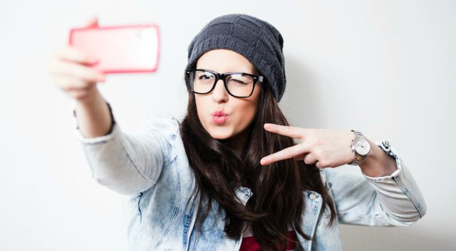 Top 10 Selfie Tips and Tricks For This New Year 2017