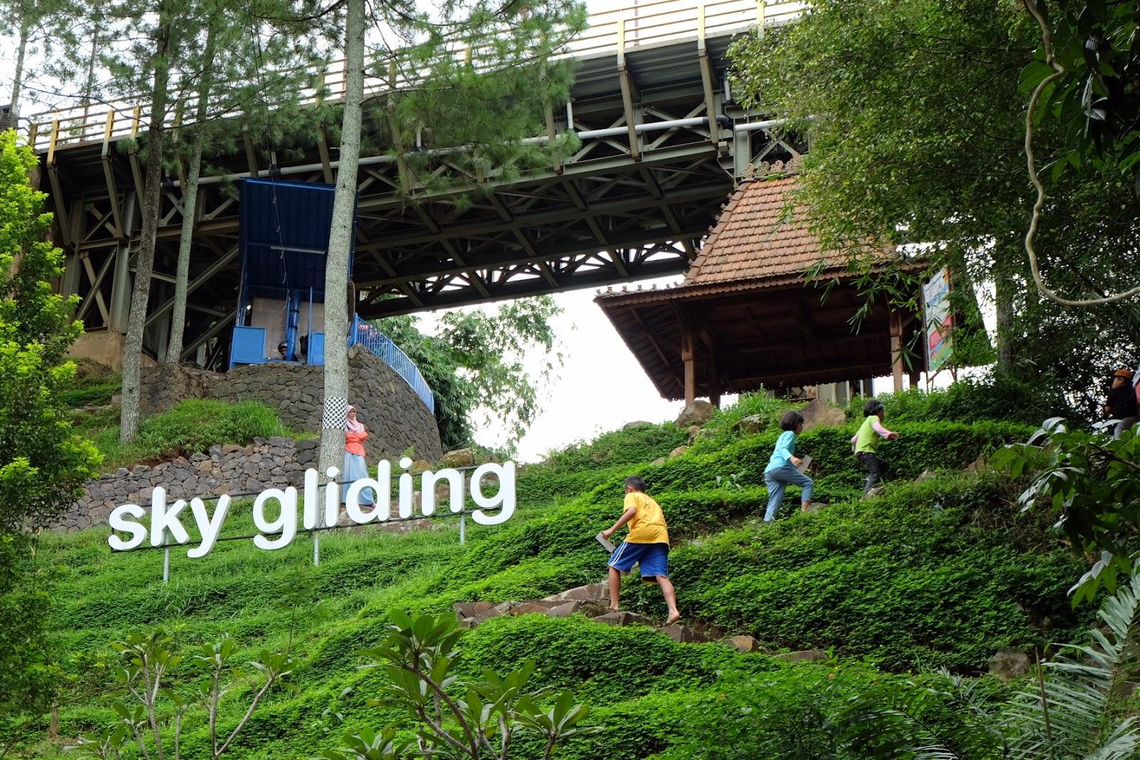 Hasil gambar untuk sky gliding dago dream park