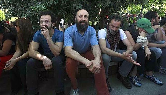 Tuba Büyüküstün Murat Yıldırım Salı Günü Neden: Sanatçılar Gezi Parkı'ndan Seslendi: 'Demokrasiyi