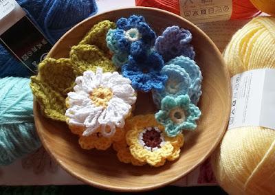 Virkattuja kukkia Crocheted flowers