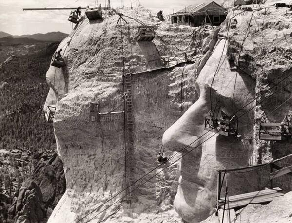 64 Historical Pictures you most likely haven't seen before. # 8 is a bit disturbing! - Mt. Rushmore under contruction,1939