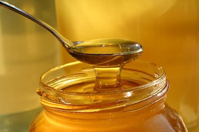 Πωλείται μέλι θυμάρι, κουμαριας, δρυς, πεύκο!!!  Αποστολή σε όλη την Ελλάδα!!!