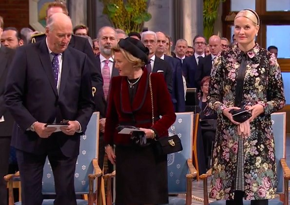 King Harald, Queen Sonja, Crown Prince Haakon, Beatrice Fihn, Crown Princess Mette-Marit wore Valentino dress