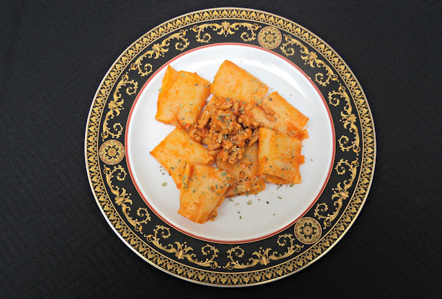 paccheri-macarrones-grandes-boloñesa-presentacion