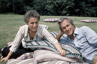 The fashion designer Ottavio Missoni with his wife Rosita on the lawn of their mansion in Sumirago in 1975