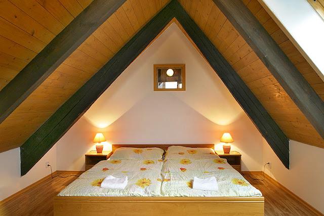 décoration petite chambre mansardée