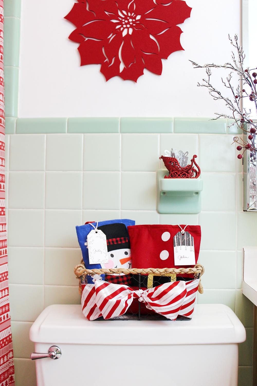 Southern Mom Loves: Creative Holiday Bathroom Decor ...