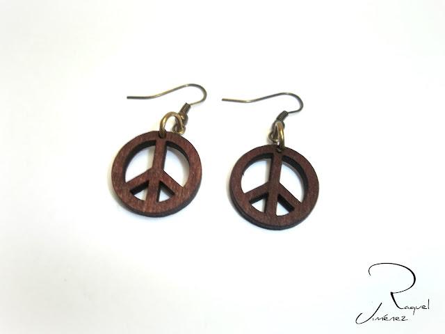 pendientes de la paz en madera