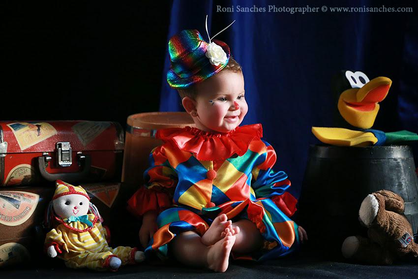 bebê vestida de palhacinha,book bebê sp,fotos de bebê palhacinha,palhacinha,bebê fofa,fotos de bebê, melhor fotografo de bebê do brasil,melhor fotografo de criança do mundo,book bebê photo baby
