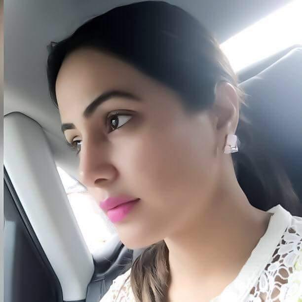 hina khan cute selfie pic