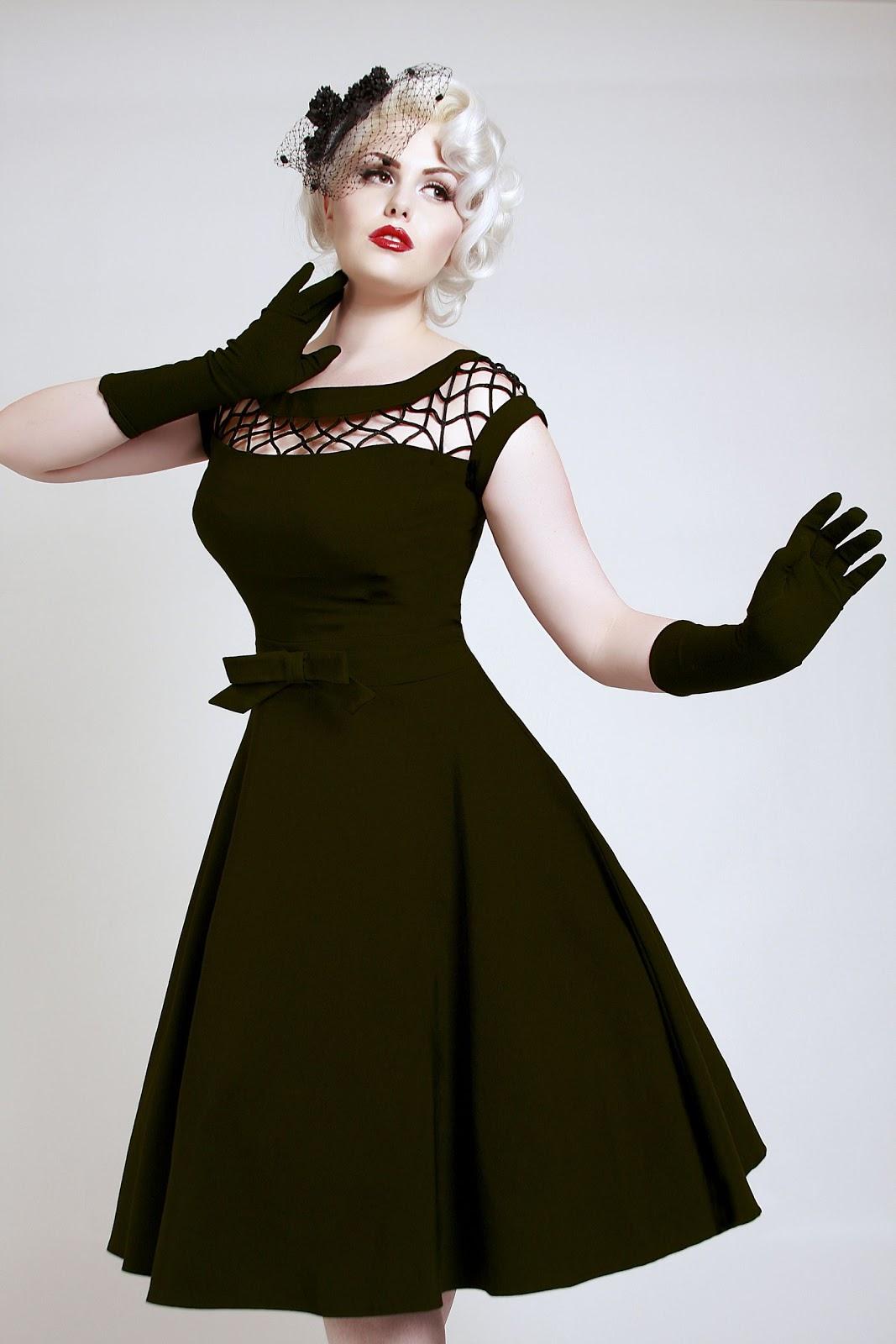 e332c6f7266b Jag blev nästan mållös när jag såg denna klänning hos Bettie Page Clothing.  Så underbart vacker! Nog skulle man ju känna sig lite extra glamorös om man  gick ...