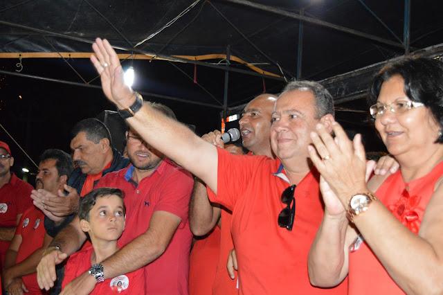 ELEIÇÕES 2016: Dona Gal arrasta multidão pelas ruas de São Joaquim do Monte.