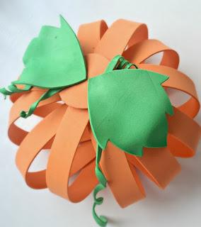 http://www.elrincondelascosasbonitas.com/2013/10/como-hacer-tus-propias-calabazas-para.html