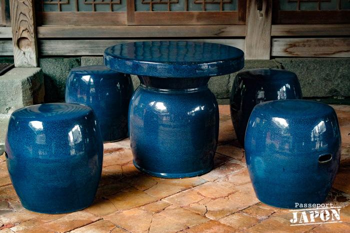 Table et chaises de faïence bleue, temple Sôfuku-ji, Nagasaki