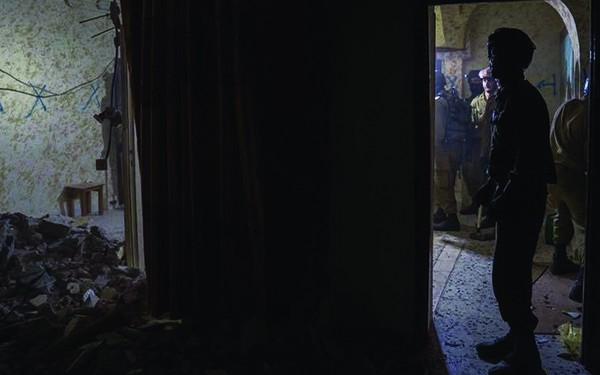 [FOTO] Militer Yahudi Merobek Alqur'an Dan Menghancurkan Rumah Keluarga Syuhada
