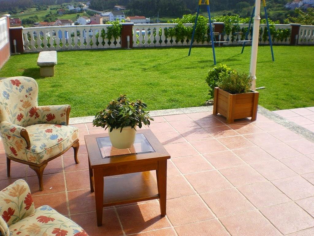 Consejos para decorar jardines en terrazas y balcones for Muebles para patios interiores