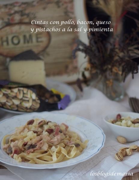 Cintas con pollo, bacon, queso y pistachos a la sal y pimienta