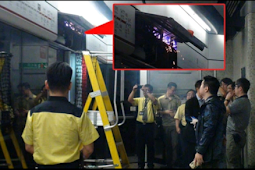 Asap dan Percikan Api Keluar Dari Atas Pintu Sebuah Platform, Di Stasiun MTR Yau Ma Tei