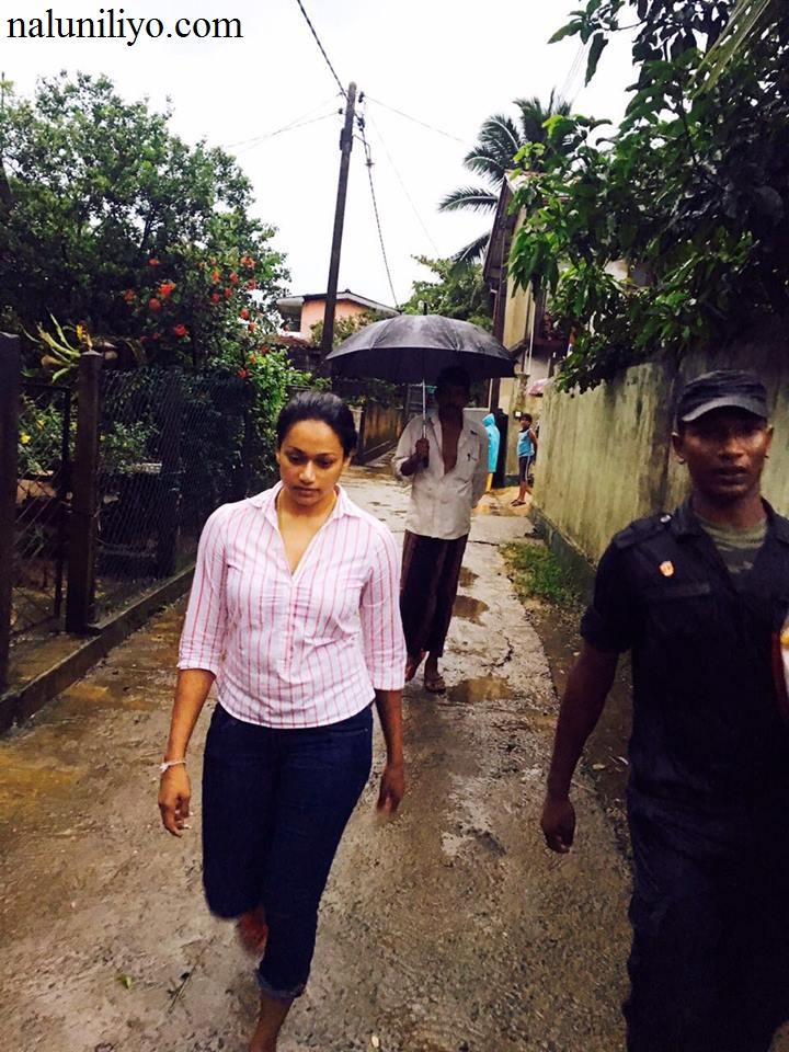 Janaki Wijerathne social service in flood areas