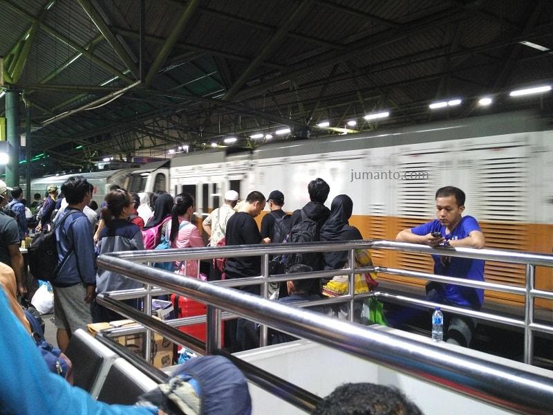 pengalaman naik kereta api taksaka jakarta purwokerto