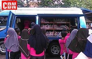 mobil perpustakaan keliling diserbu ratusan siswa sd di ciamis cendana news. Black Bedroom Furniture Sets. Home Design Ideas