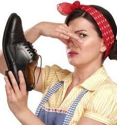 Menghilangkan Bau Sepatu dengan Teh Hitam