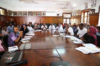 Mombasa Governor Hassan Joho chairing a meeting in the MOWASCO hall. PHOTO | MPSCU.