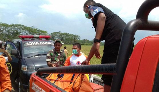 Tengkorak manusia saat dievakuasi oleh petugas gabungan
