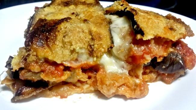 Berenjenas en capas con tomate y mozarella