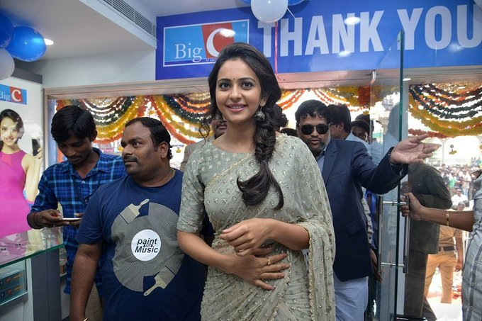 Rakul Preet Singh Launches BIG C Show Room in Kurnool