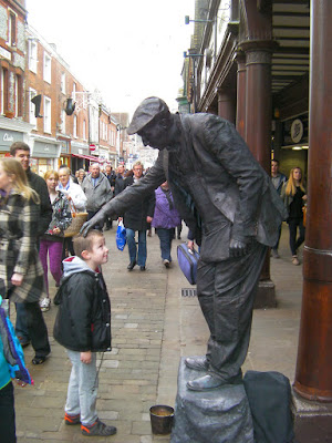statue street performer in winchester high street