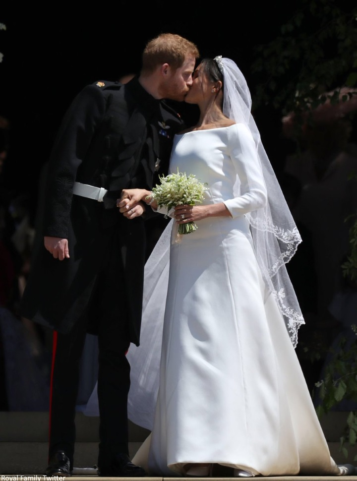 Meghan and Harry kiss