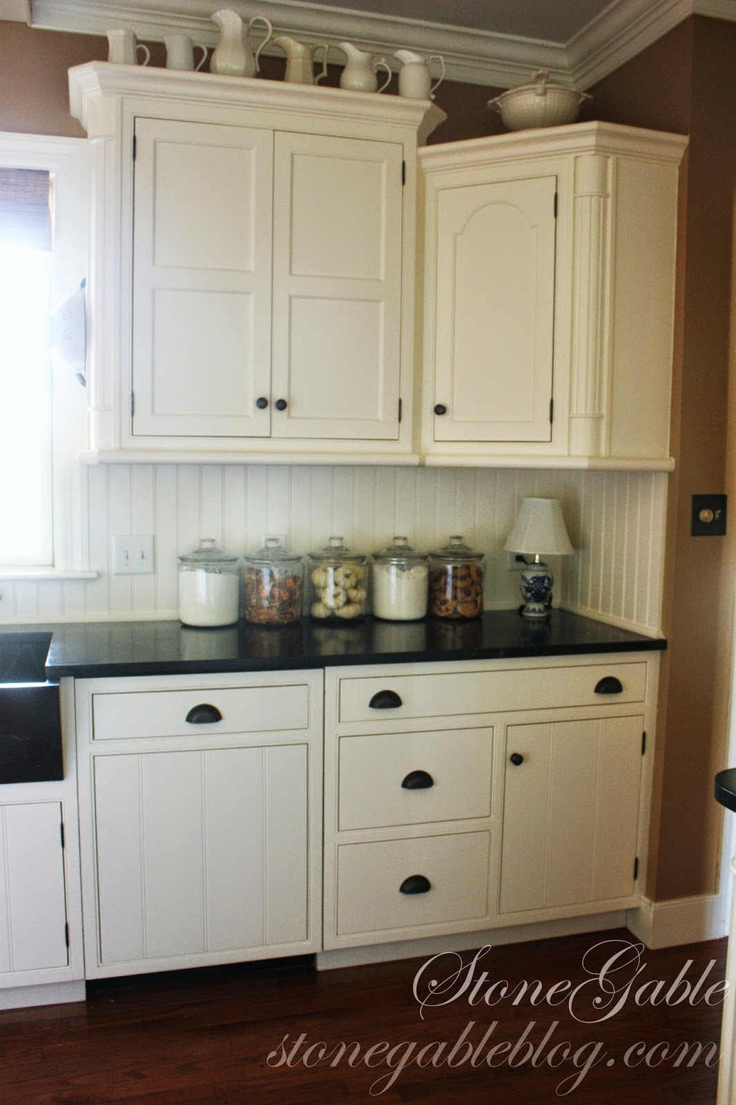 Farmhouse Kitchen White Cabinets 10 elements of a farmhouse kitchen - stonegable