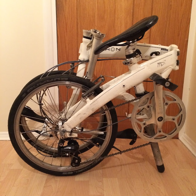 Folded dahon mu p8 pictured from the side