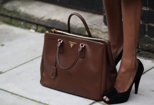 8a563d36b54c ... REVIEW - www.andrea-clare prada large double zip tote prada handbags  discounted - YOUR ULTIMATE GUIDE TO LUXURY  Prada Saffiano Lux tote ...