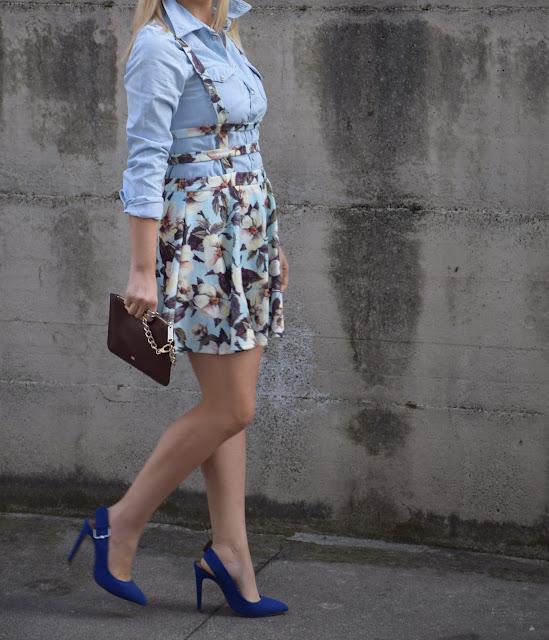 suspender floral skirt dresslink gonna ruota con bretelle dresslink scarpe blu blue heels