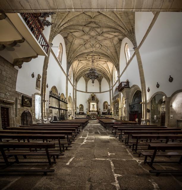 Iglesia de San Martín, en la Plaza Mayor :: Panorámica 7 x Canon EOS5D MkIII | ISO1600 | Canon 17-40@17mm | f/4.0 | 1/20s